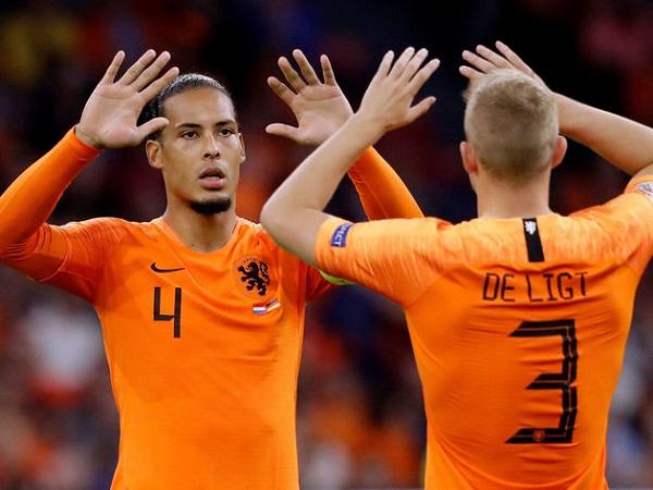 Van Dijk đã nói 1 điều với các đàn em đồng hương