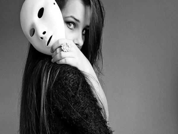 Mơ thấy mặt nạ có điềm báo gì? Đánh con số nào?