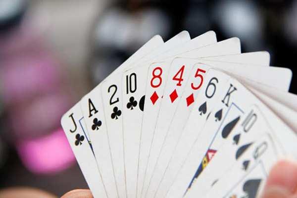 Nhớ những quân bài đã được đánh ra càng nhiều càng tốt